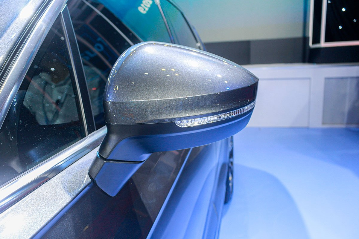 Tay nắm cửa VW Touareg 2020.