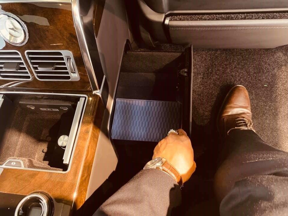 Việt Nam đã có chiếc Range Rover SVAutobiography 2019 chính hãng đầu tiên ra biển trắng a4