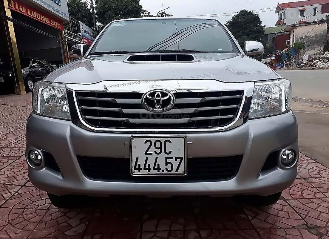 Cần bán lại xe Toyota Hilux 2.5E 4x2 MT đời 2014, màu bạc, nhập khẩu nguyên chiếc (1)
