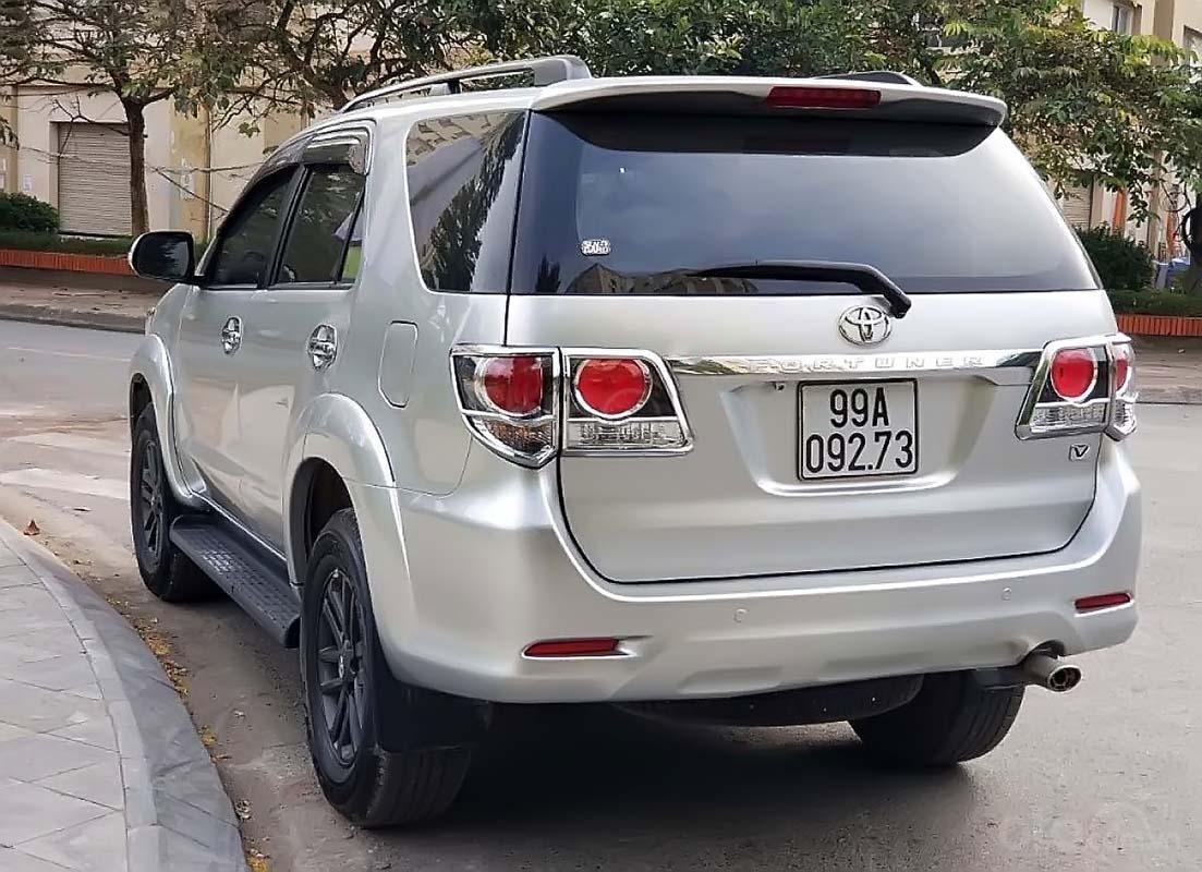 Bán Toyota Fortuner 4x2 AT đời 2015, màu bạc số tự động (5)