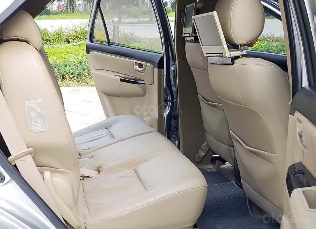 Bán Toyota Fortuner 4x2 AT đời 2015, màu bạc số tự động (2)
