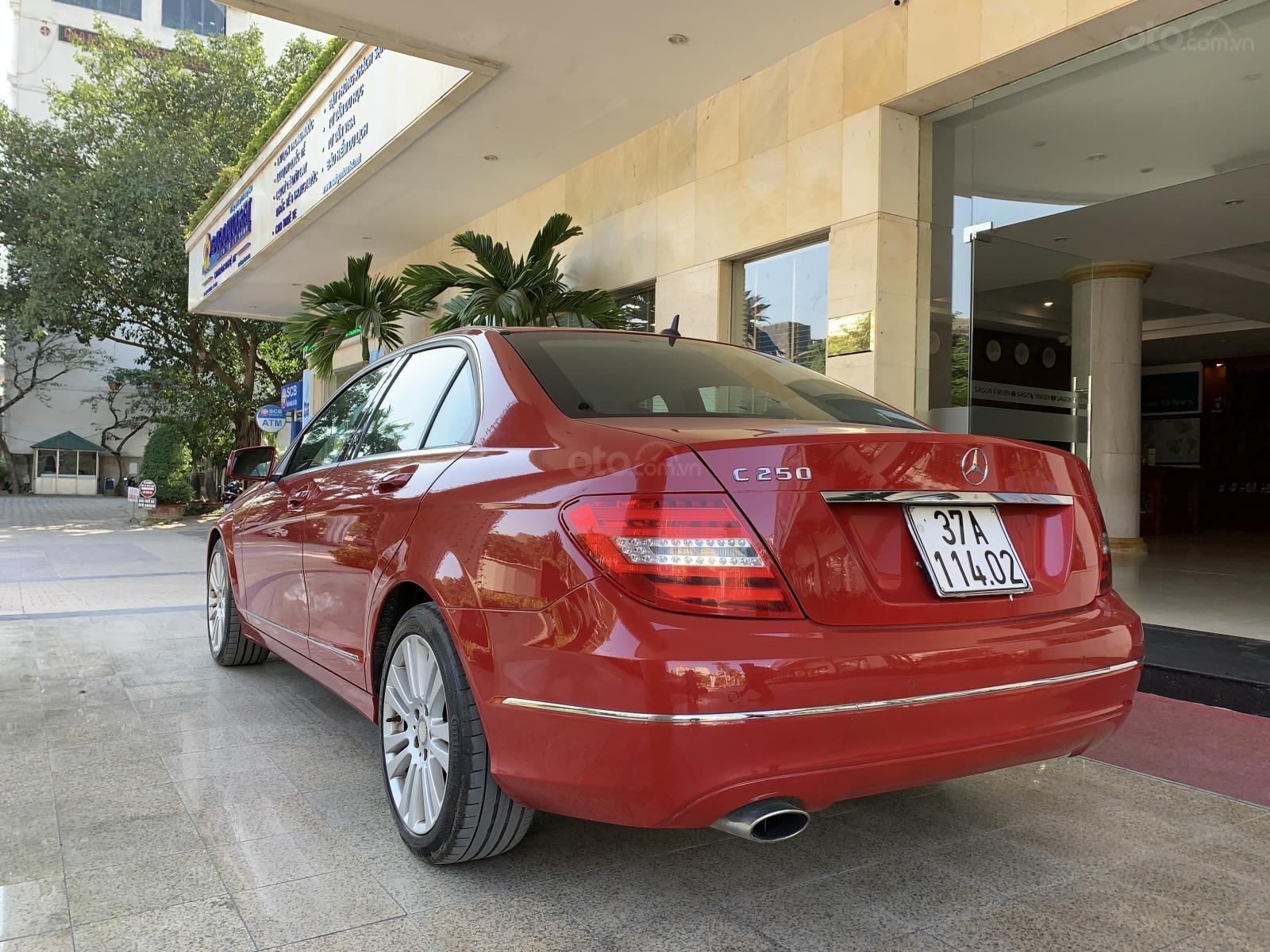 Bán Mercedes C250 đời 2012, màu đỏ, xe nhập, giá 600tr (3)
