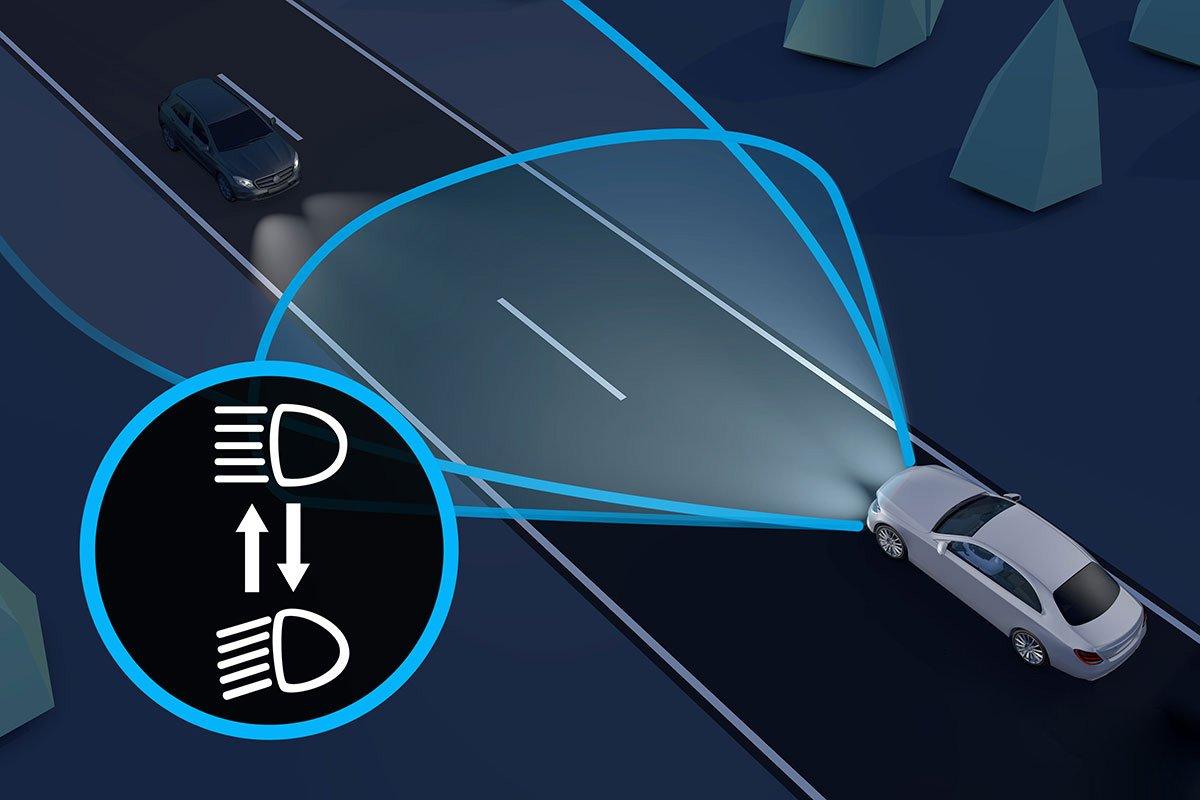 Đánh giá xe Mercedes-Benz C200 Exclusive 2019: Đèn pha thích ứng.