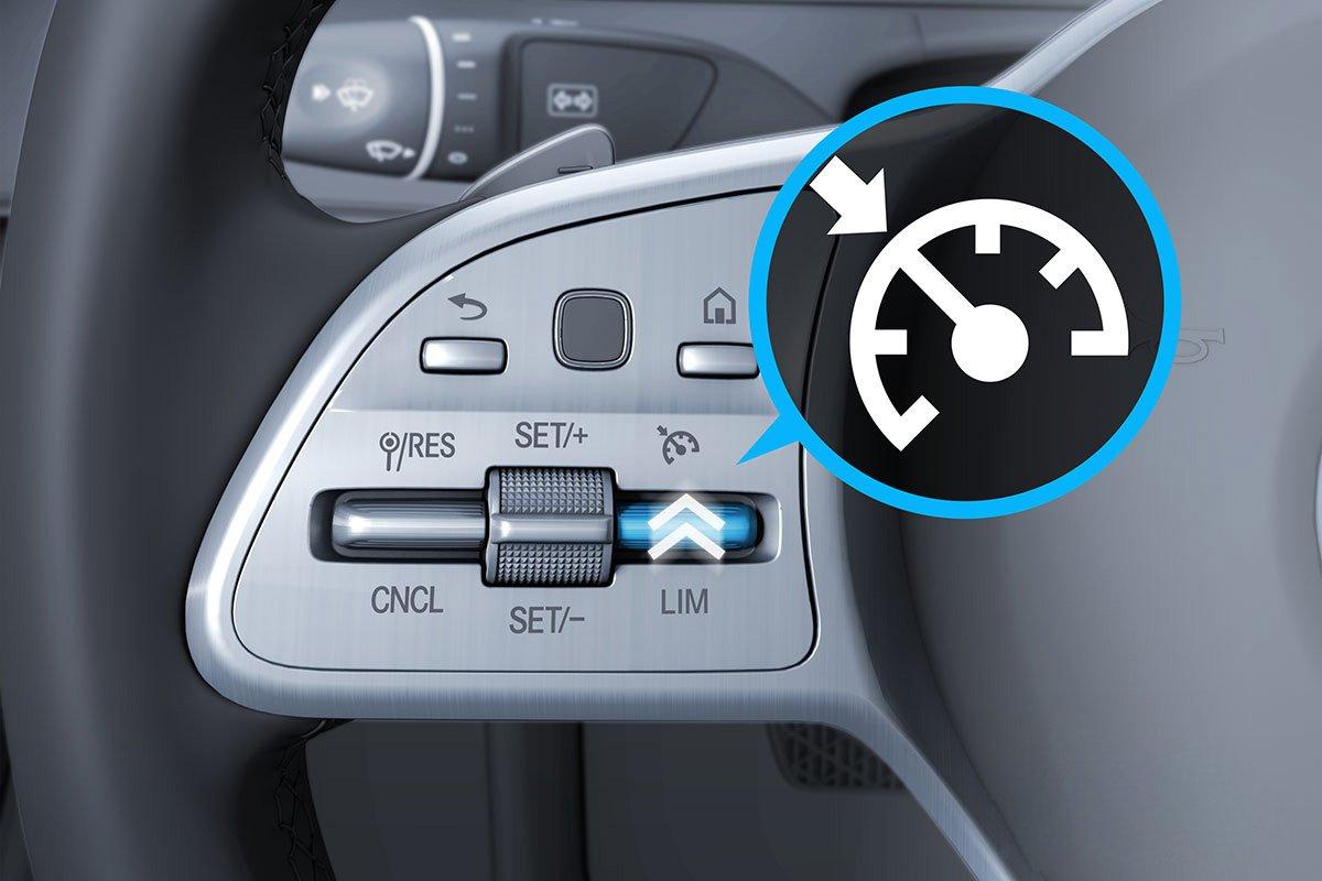 Đánh giá xe Mercedes-Benz C200 Exclusive 2019: Kiểm soát hành trình.