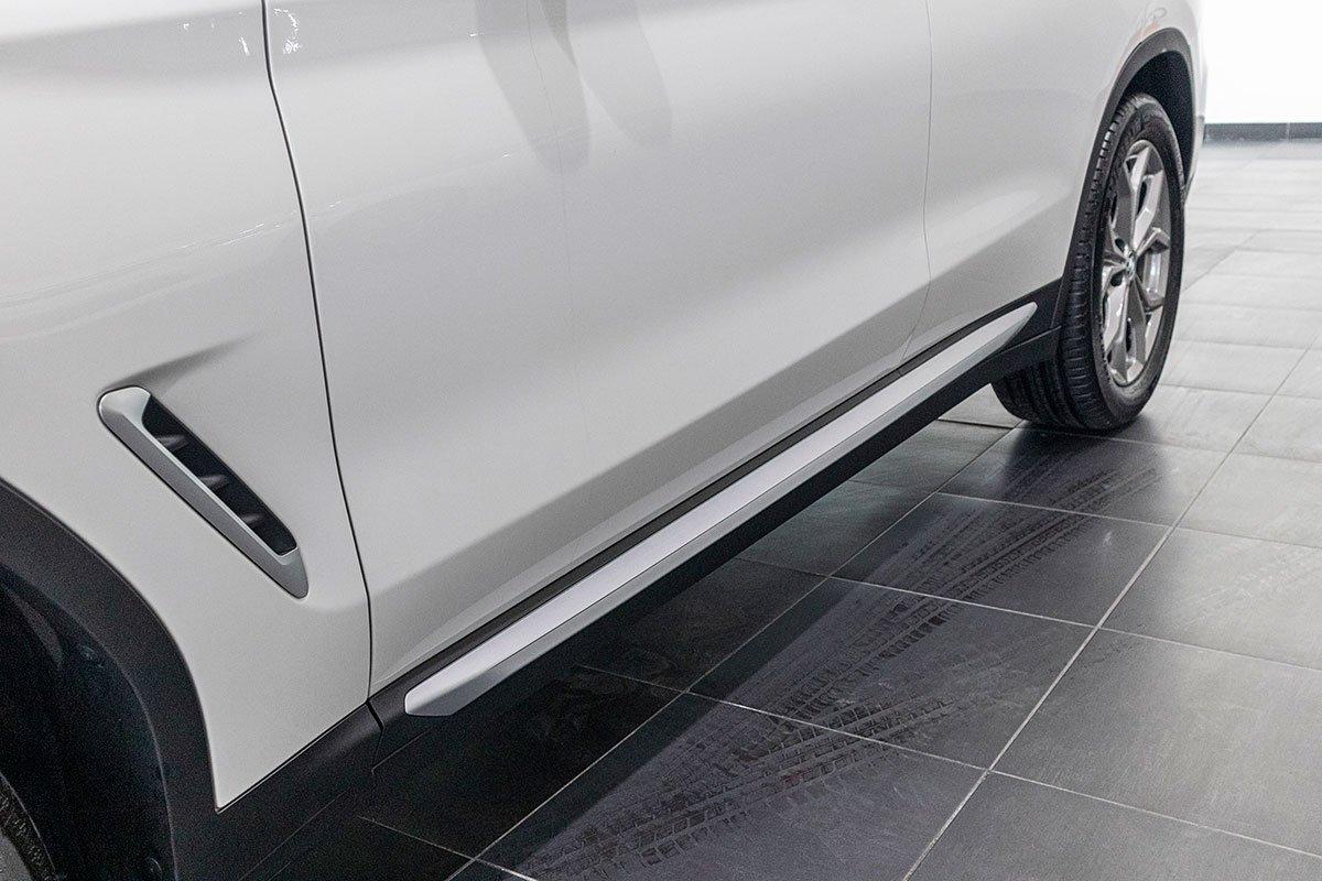 Đánh giá xe BMW X3 2019: Ốp sườn mạ bạc trong gói xLine.