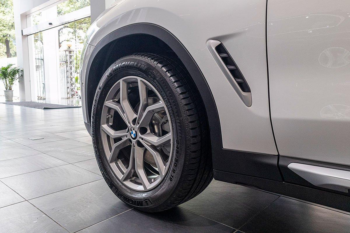 Đánh giá xe BMW X3 2019: La-zăng tiêu chuẩn 19 inch.
