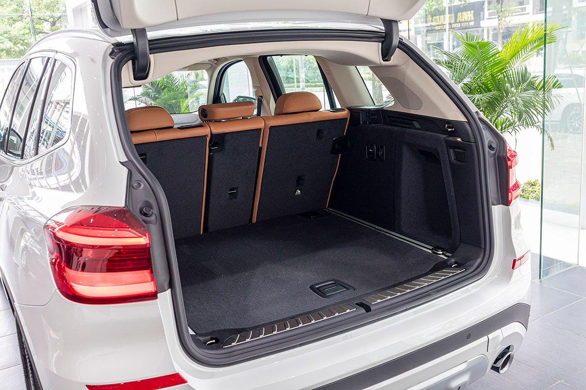 Đánh giá xe BMW X3 2019: Khoang hành lý có dung tích 813 lít.