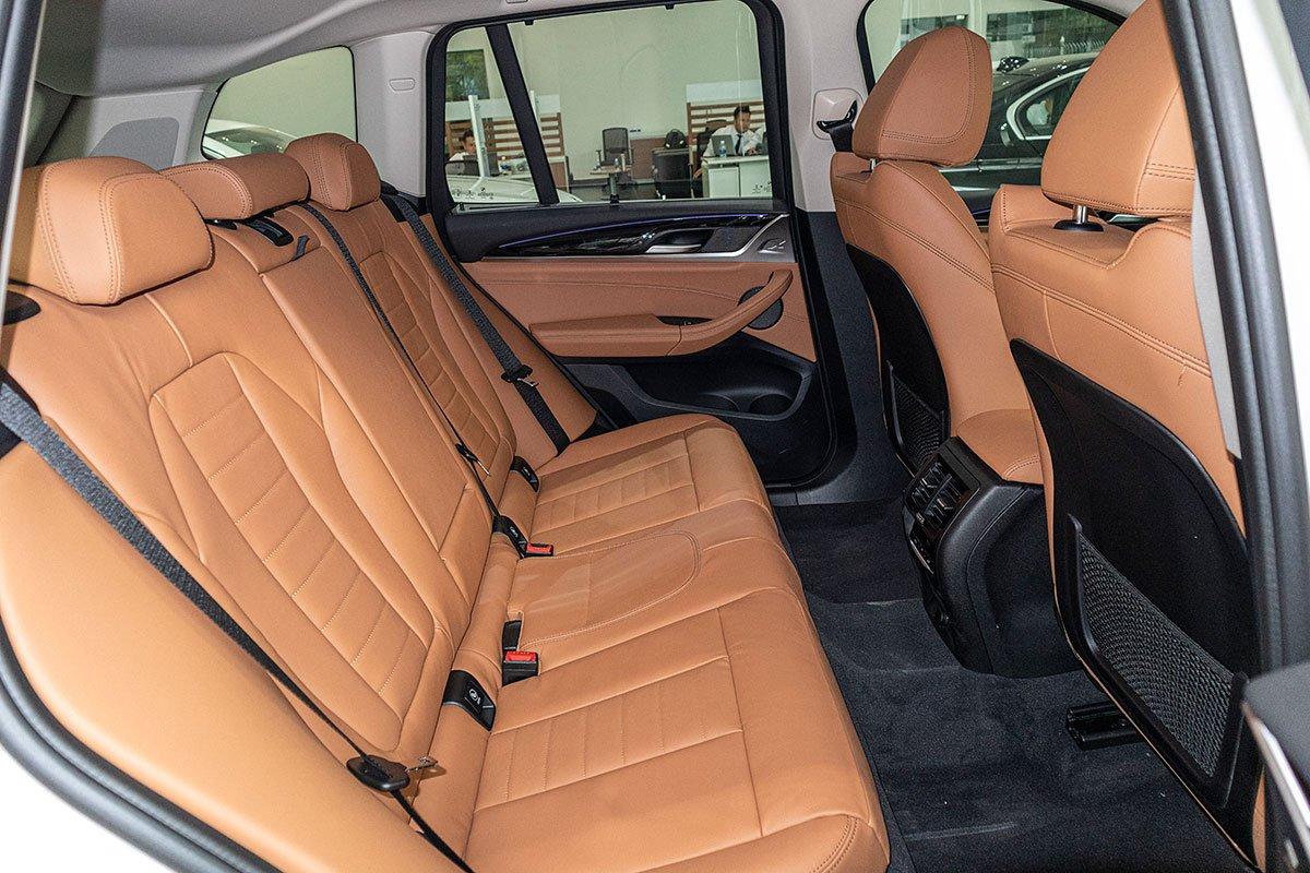 Đánh giá xe BMW X3 2019: Hàng ghế sau có không gian rộng rãi.