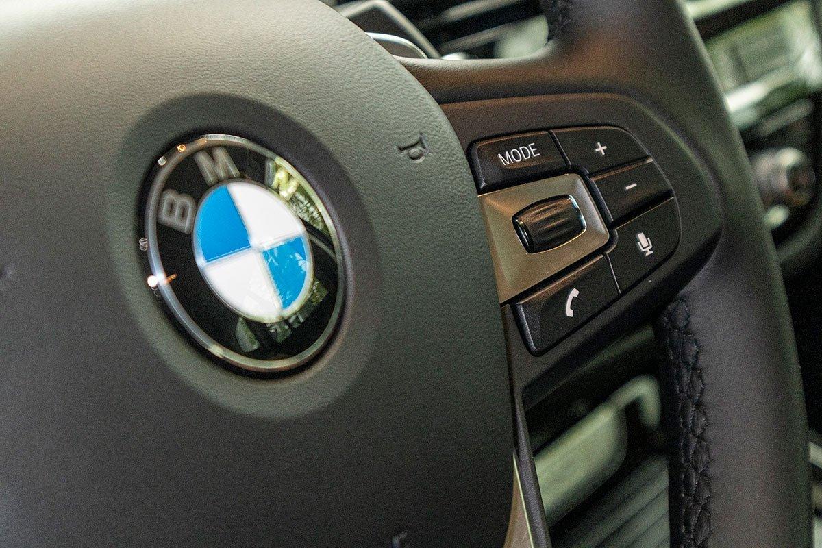 Đánh giá xe BMW X3 2019: Các nút bấm trên vô-lăng 1.