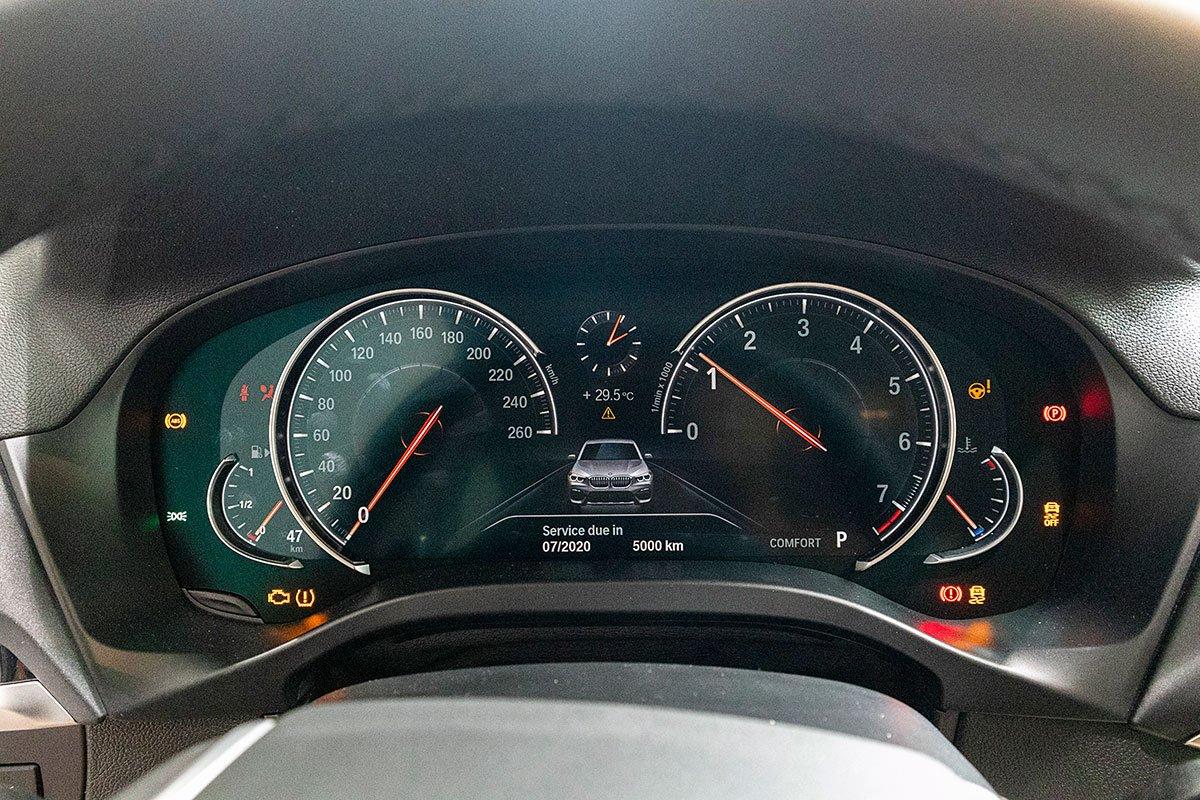 Đánh giá xe BMW X3 2019: Bảng đồng hồ kỹ thuật số tiêu chuẩn.