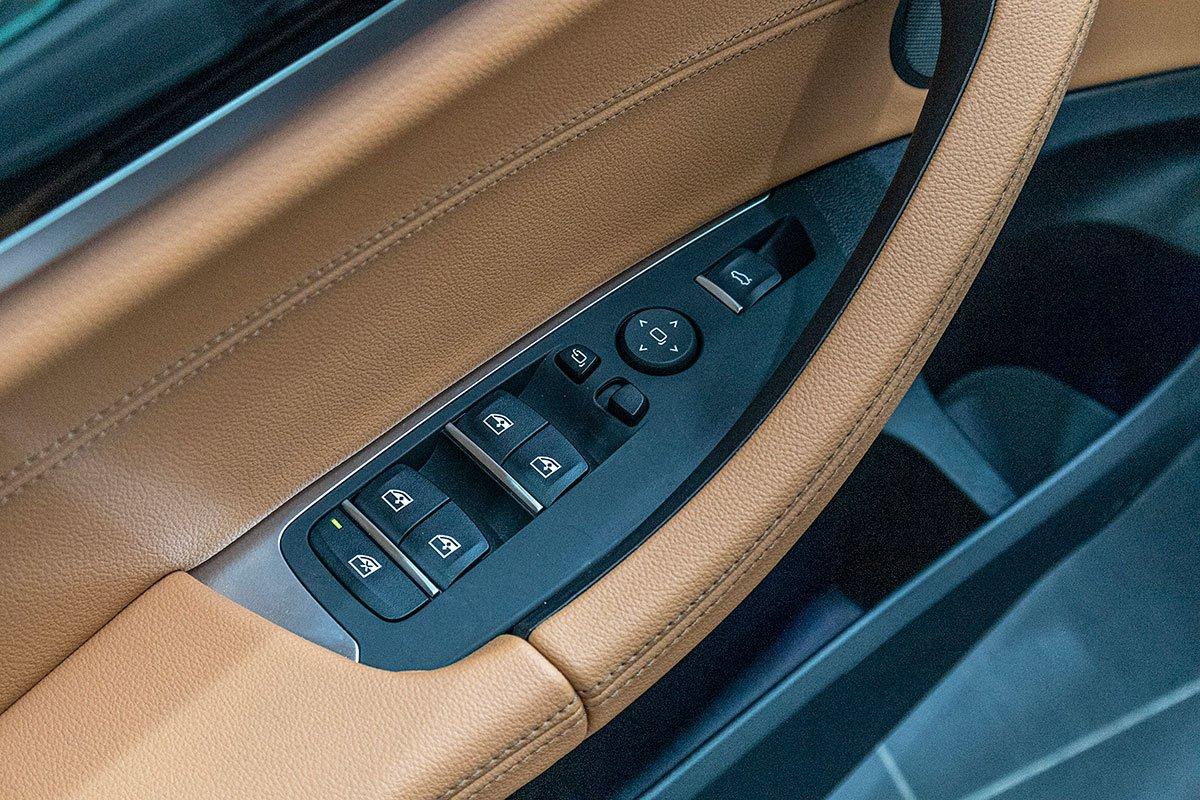 Đánh giá xe BMW X3 2019: Tự động nâng hạ cửa kính ở 4 vị trí.