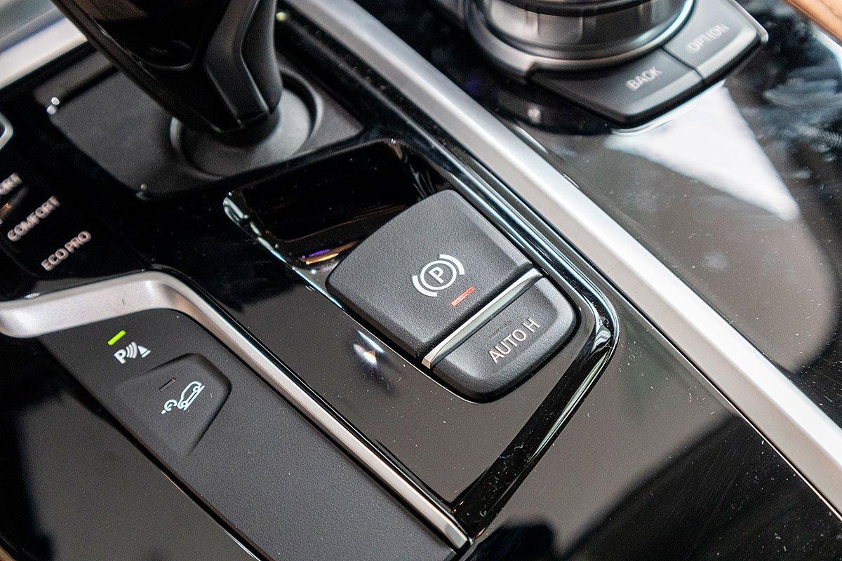 Đánh giá xe BMW X3 2019: Hệ thống phanh tay điện tử kèm tự động giữ phanh khi dừng đỗ.