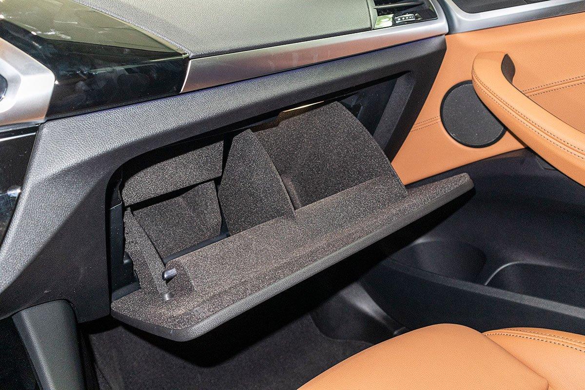 Đánh giá xe BMW X3 2019: Ngăn đựng nước hoa.