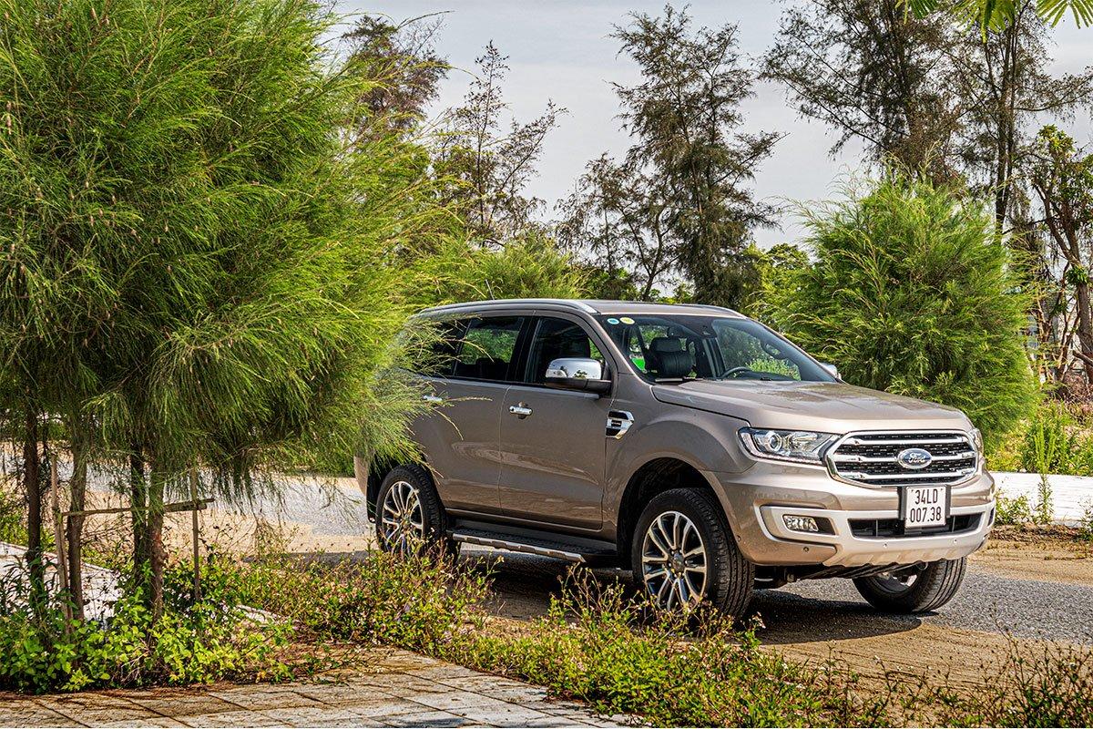 Đánh giá xe Ford Everest Titanium 2.0L Bi-Turbo 2019: Cảm giác lái đầm chắc hơn.
