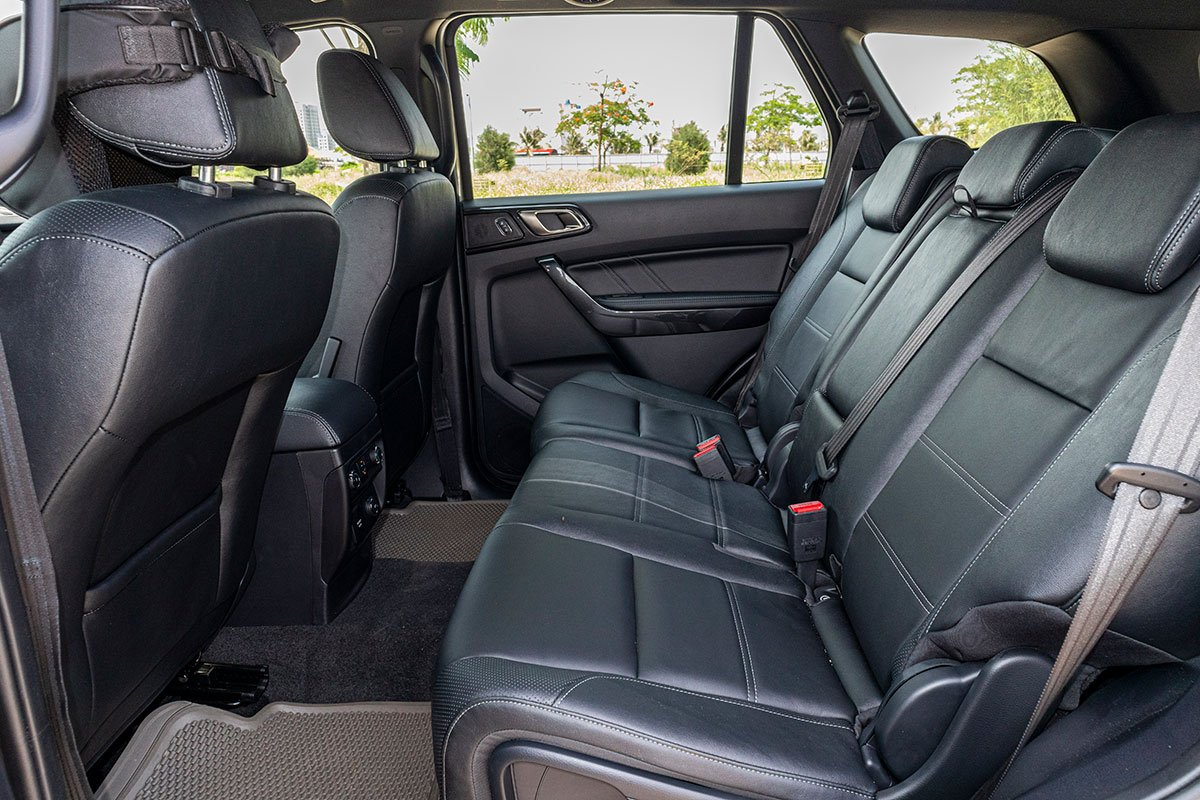 Đánh giá xe Ford Everest Titanium 2.0L Bi-Turbo 2019: Hàng ghế thứ 2.
