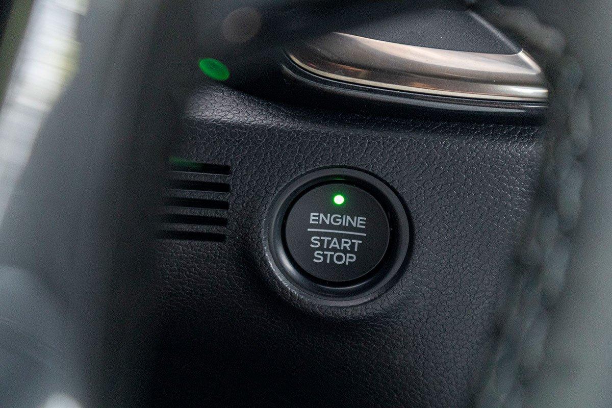 Đánh giá xe Ford Everest Titanium 2.0L Bi-Turbo 2019: Nút bấm khởi động.