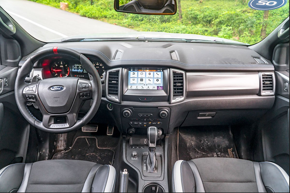 Đánh giá xe Ford Ranger Raptor 2019: khoang lái.