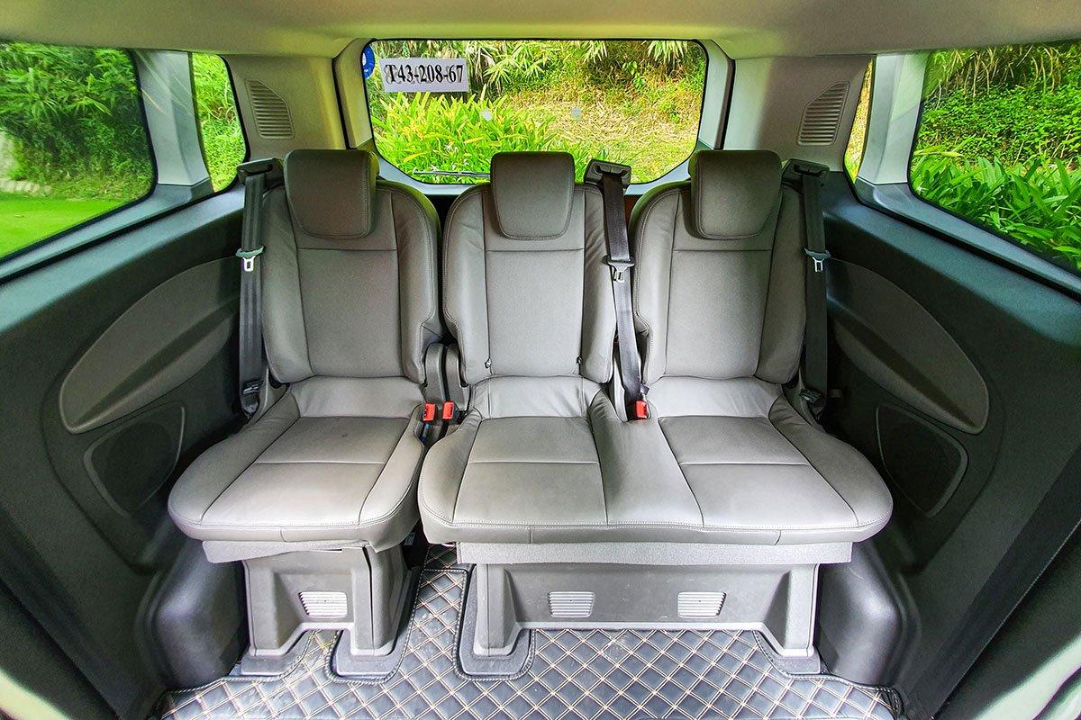 Đánh giá xe Ford Tourneo 2019: Hàng ghế thứ 3 cũng được thiết kế độc lập cho từng vị trí ngồi.