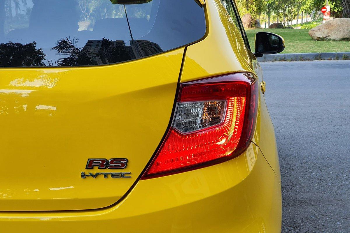 Biểu tượng thể thao RS ở phía đuôi xe Honda Brio 2019.