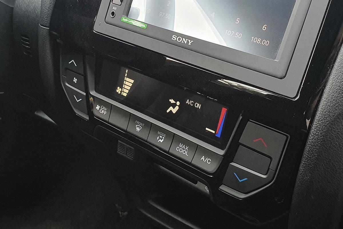 Đánh giá xe Honda Brio 2019: Hệ thống điều hoà điện tử chỉnh cơ.