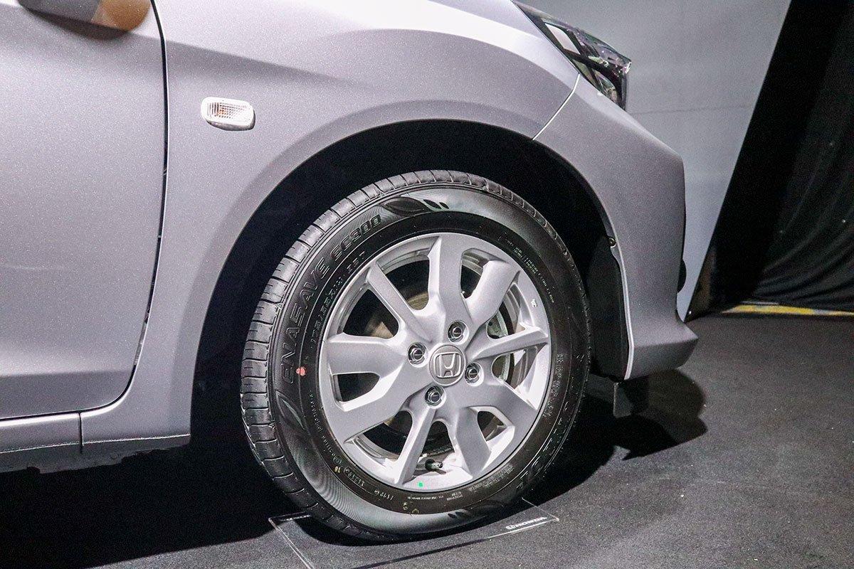 Đánh giá xe Honda Brio 2019: Bản tiêu chuẩn (G) được trang bị bộ la-zăng hợp kim nhôm 14 inch sơn bạc.