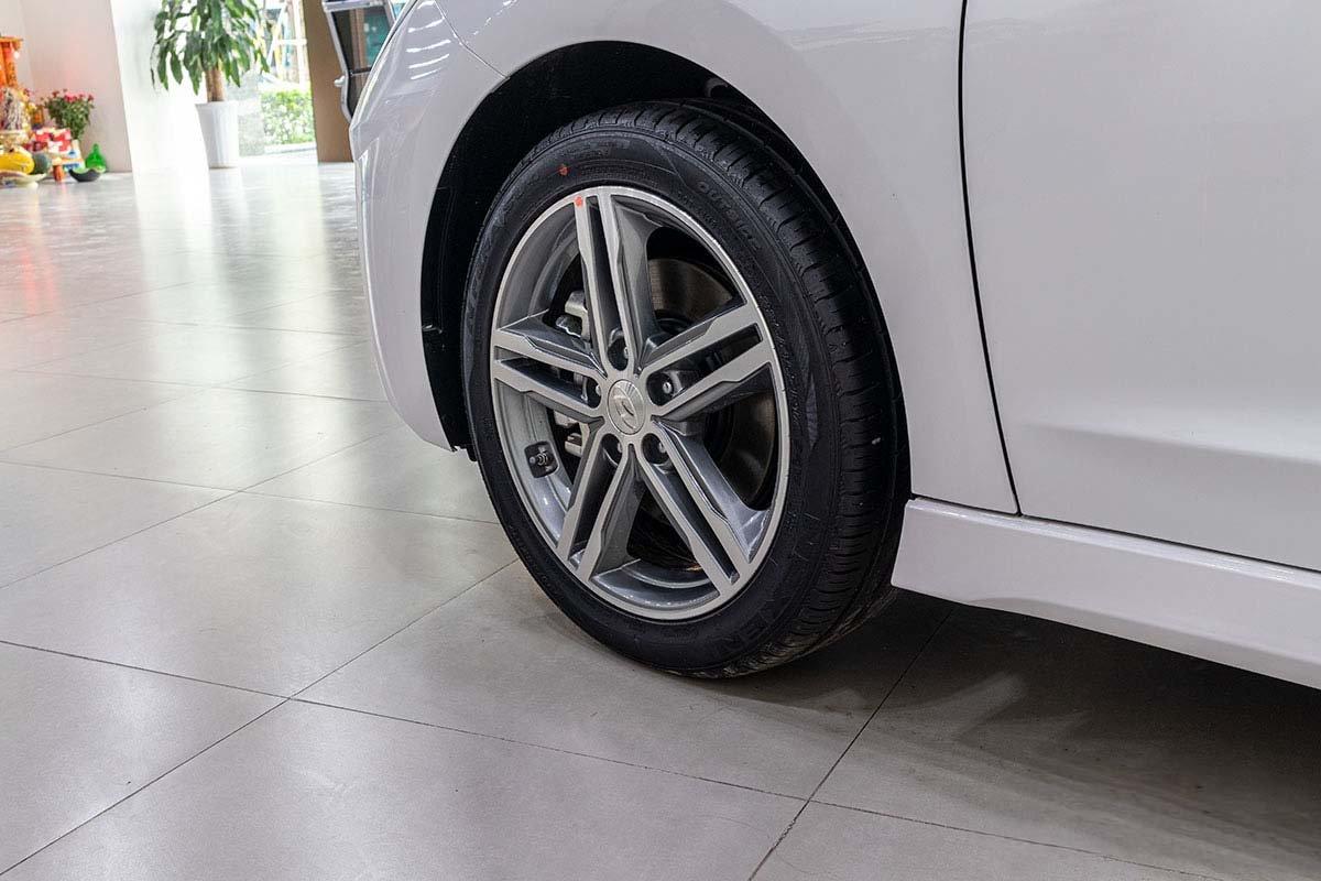 Đánh giá xe Hyundai Elantra 2019: la-zăng bản Sport.