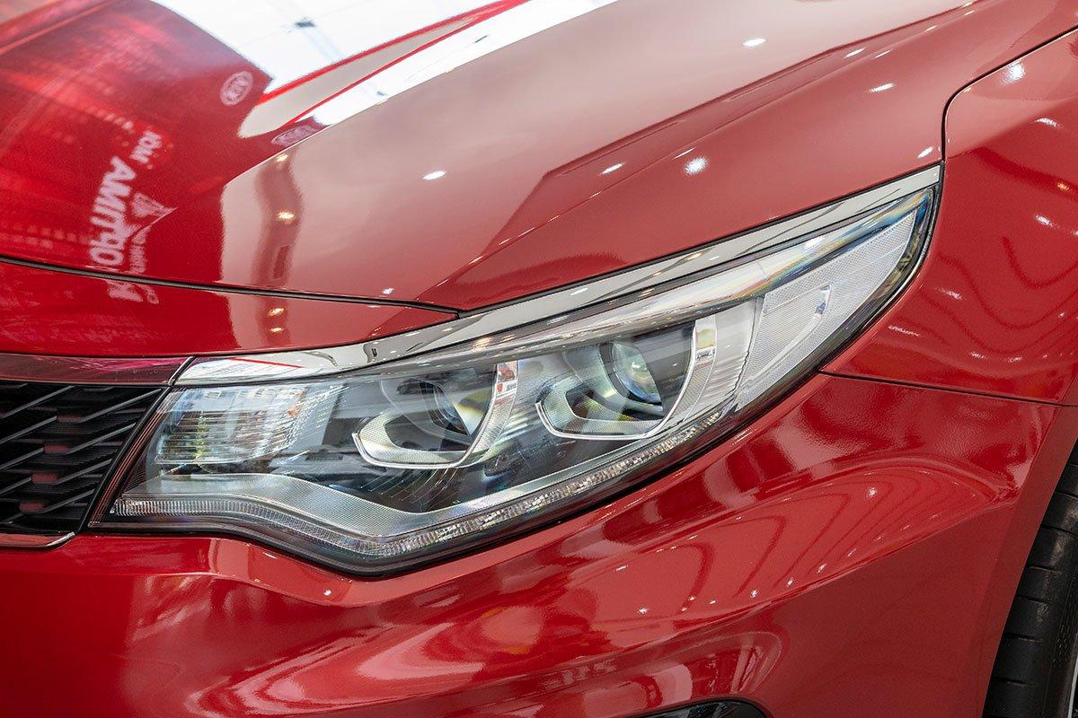Đánh giá xe Kia Optima 2019: cụm đèn pha LED.