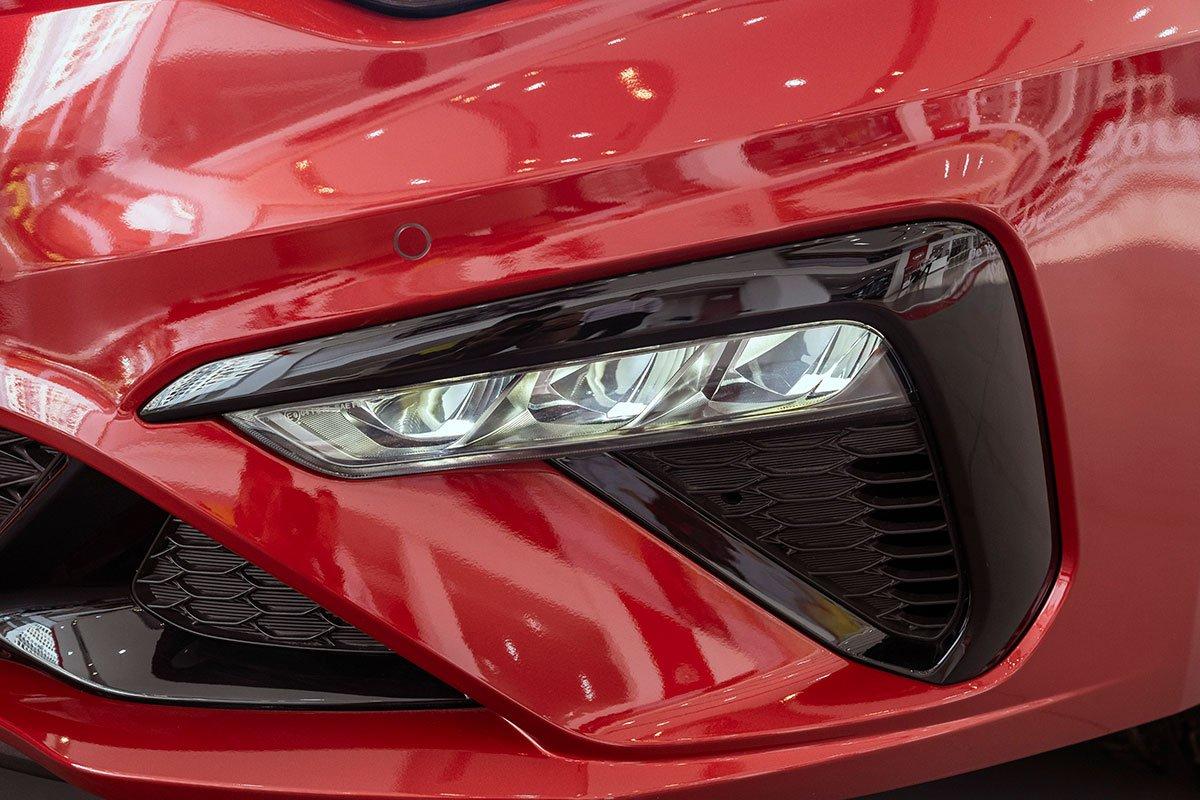 Đánh giá xe Kia Optima 2019: cụm đèn sương mù LED.