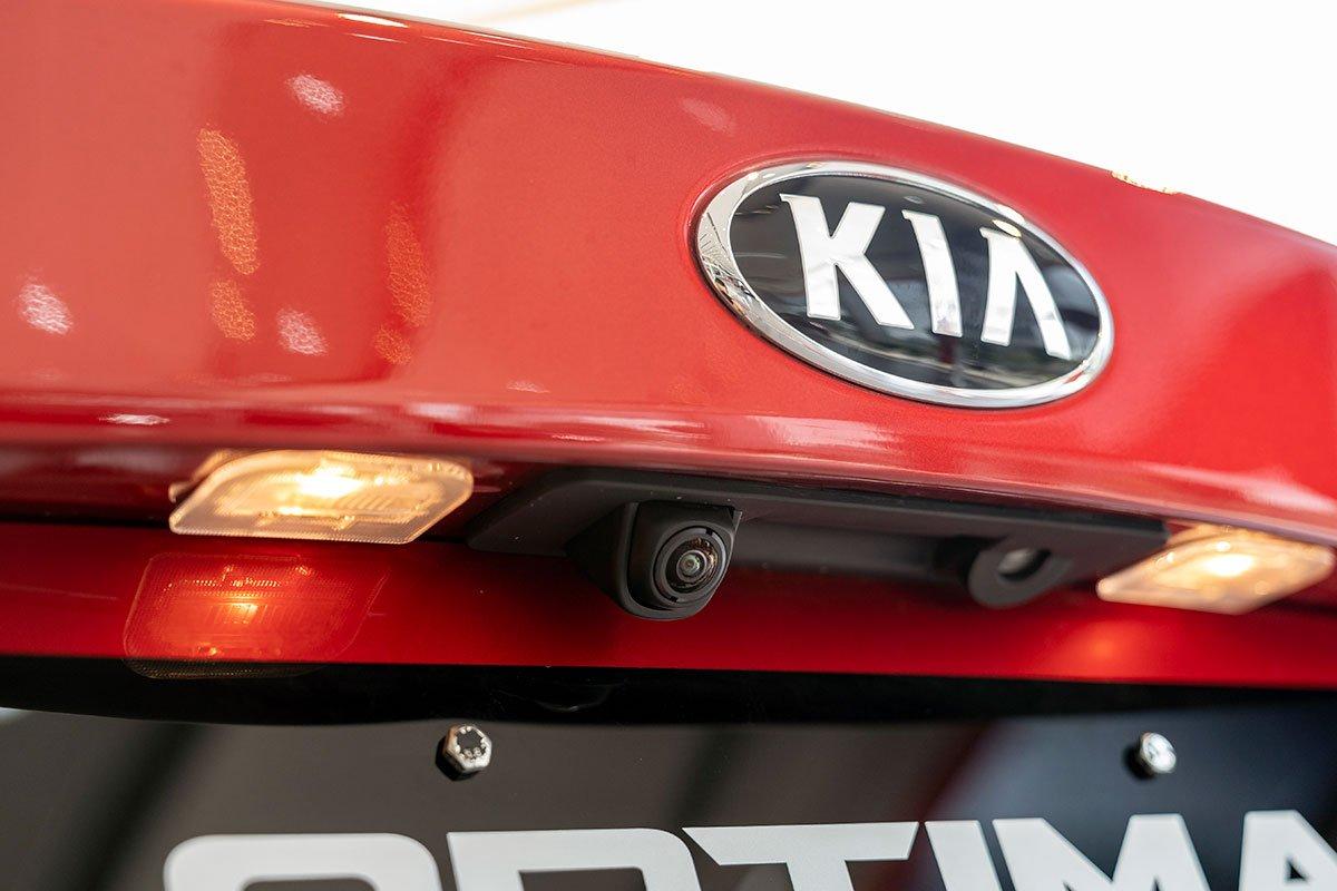 Đánh giá xe Kia Optima 2019: Camera lùi 360 độ 3.
