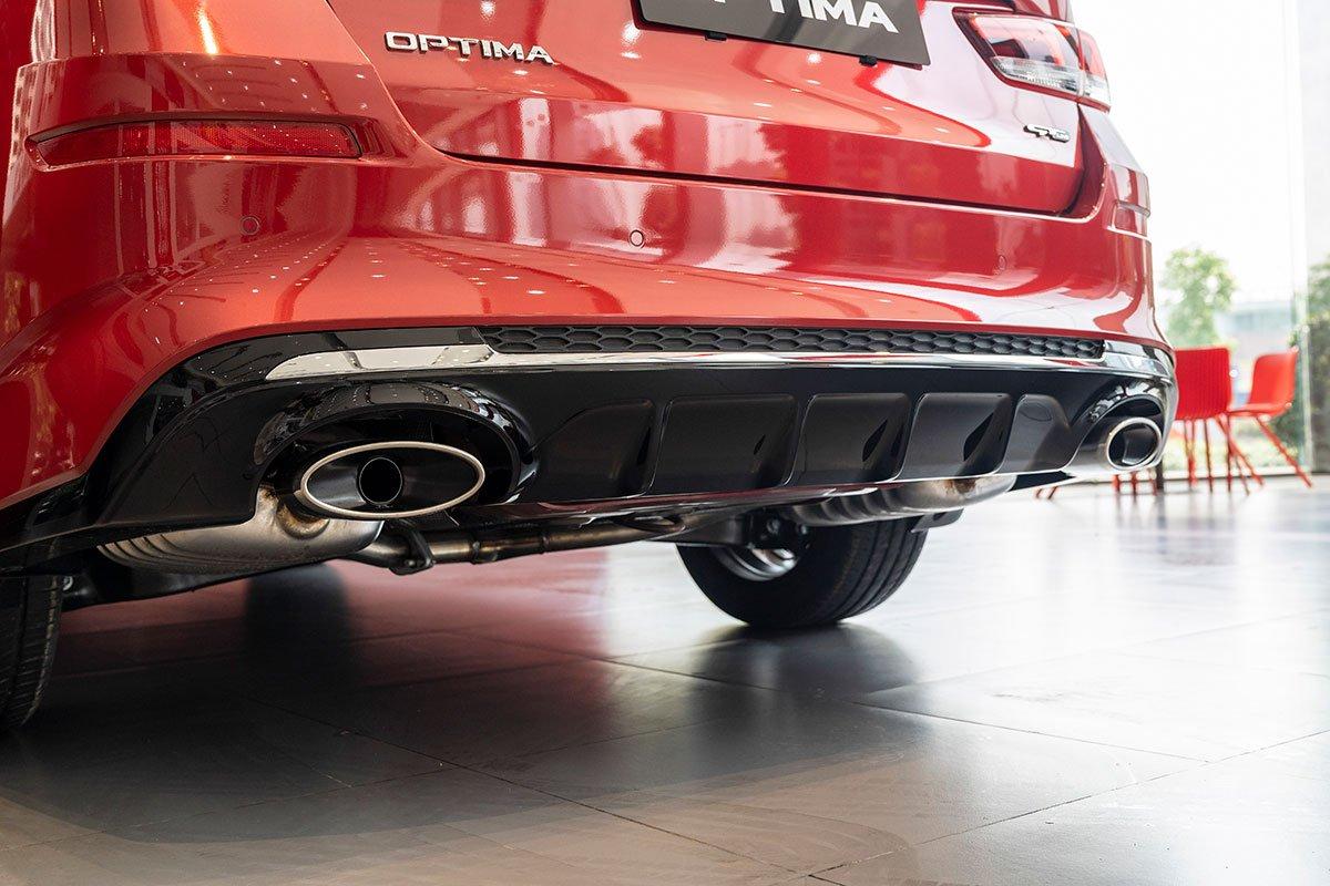 Đánh giá xe Kia Optima 2019: Cản sau được làm mới lại.