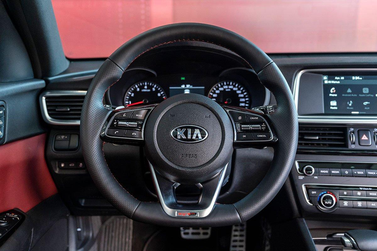 Đánh giá xe Kia Optima 2019: vô lăng.