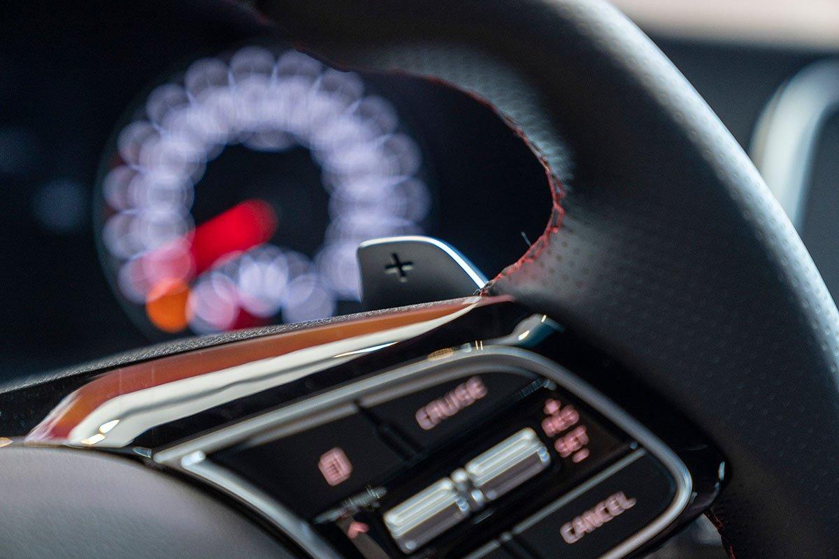 Đánh giá xe Kia Optima 2019: vô lăng 3.