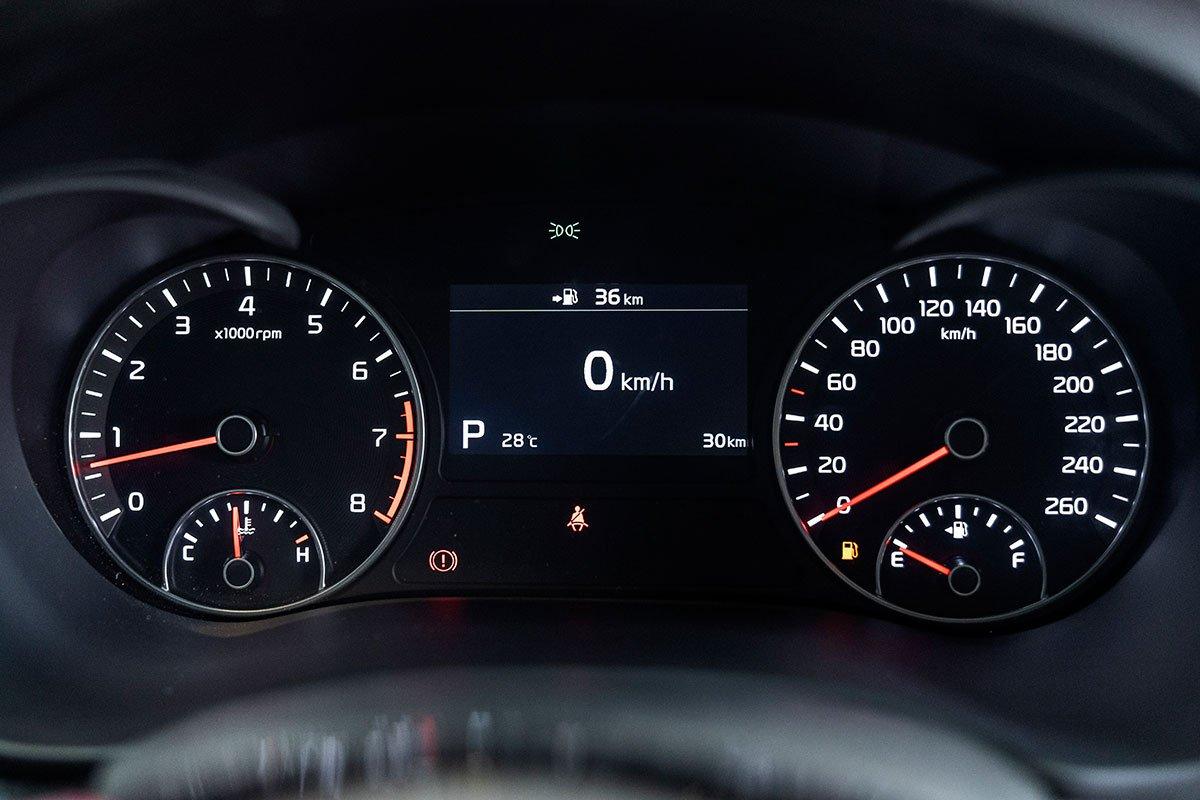 Đánh giá xe Kia Optima 2019: Cụm đồng hồ.