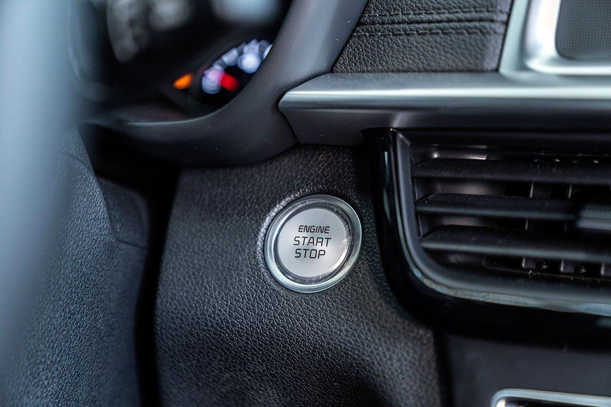 Đánh giá xe Kia Optima 2019: nút bấm khởi động.