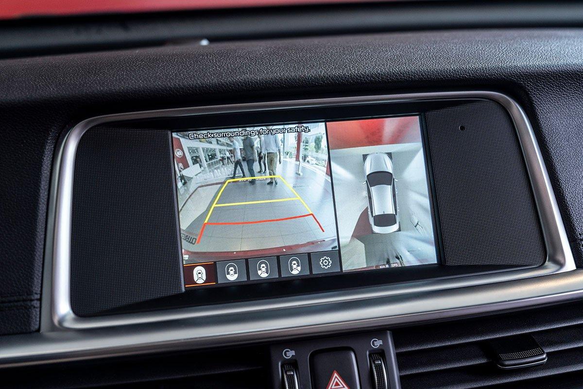 Đánh giá xe Kia Optima 2019: Camera lùi 360 độ.