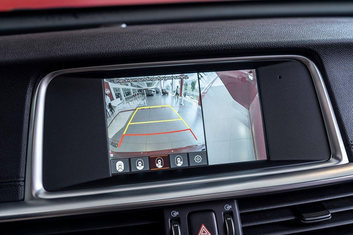 Đánh giá xe Kia Optima 2019: Camera lùi 360 độ 5.