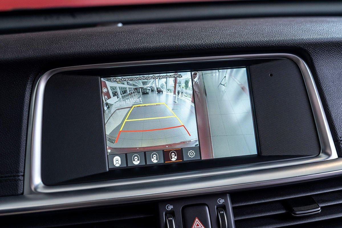 Đánh giá xe Kia Optima 2019: Camera lùi 360 độ 6.