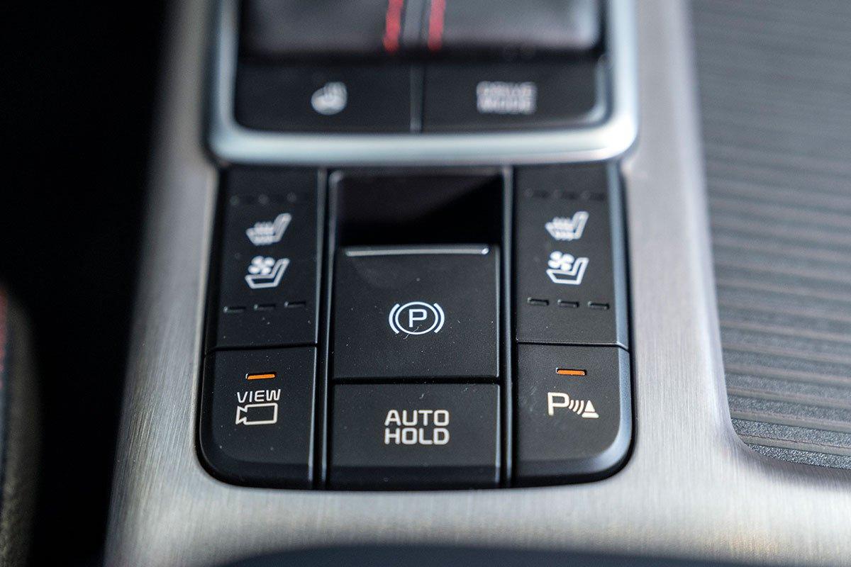 Đánh giá xe Kia Optima 2019: Phanh tay điện tử.