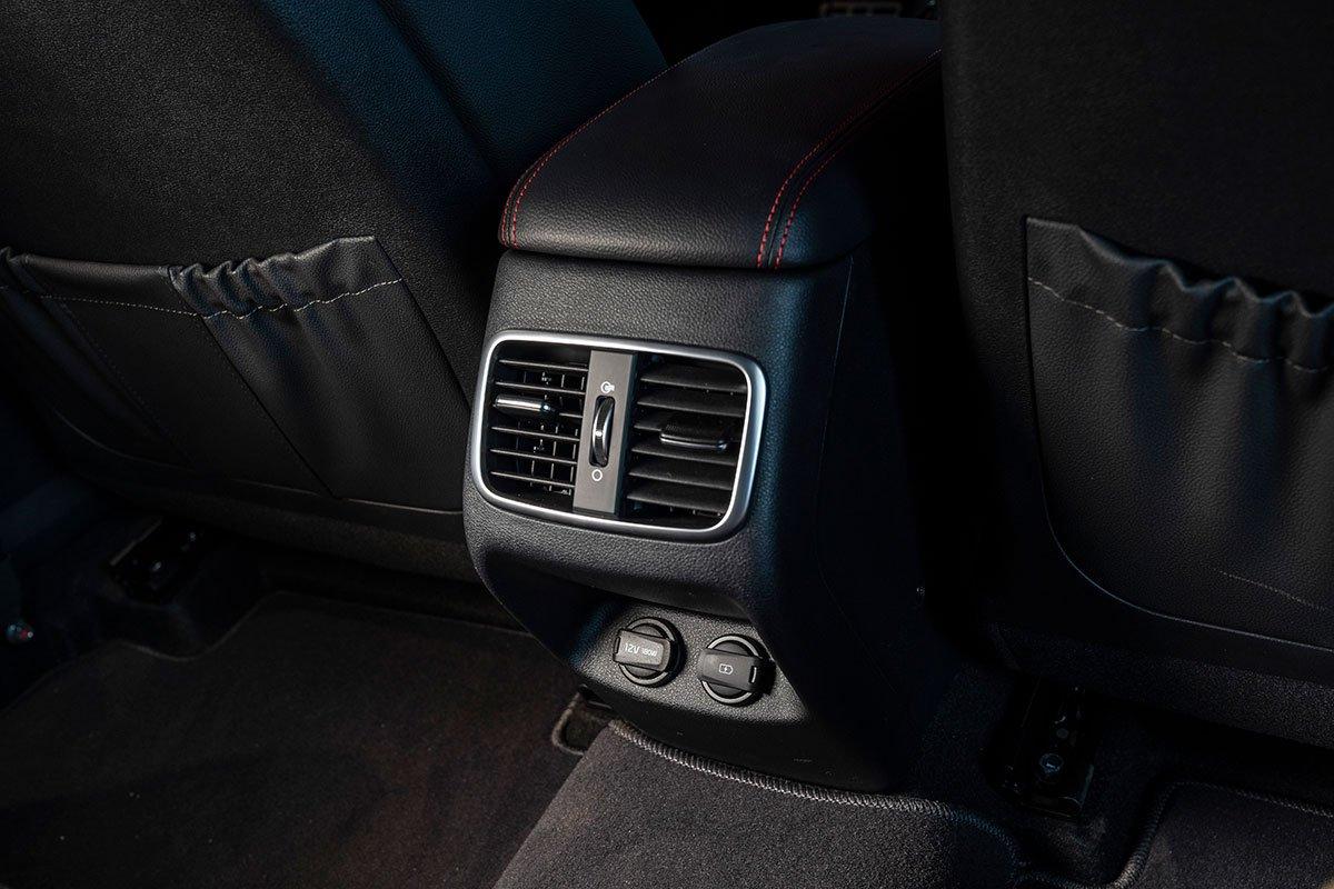 Đánh giá xe Kia Optima 2019: Cửa gió hàng ghế sau.