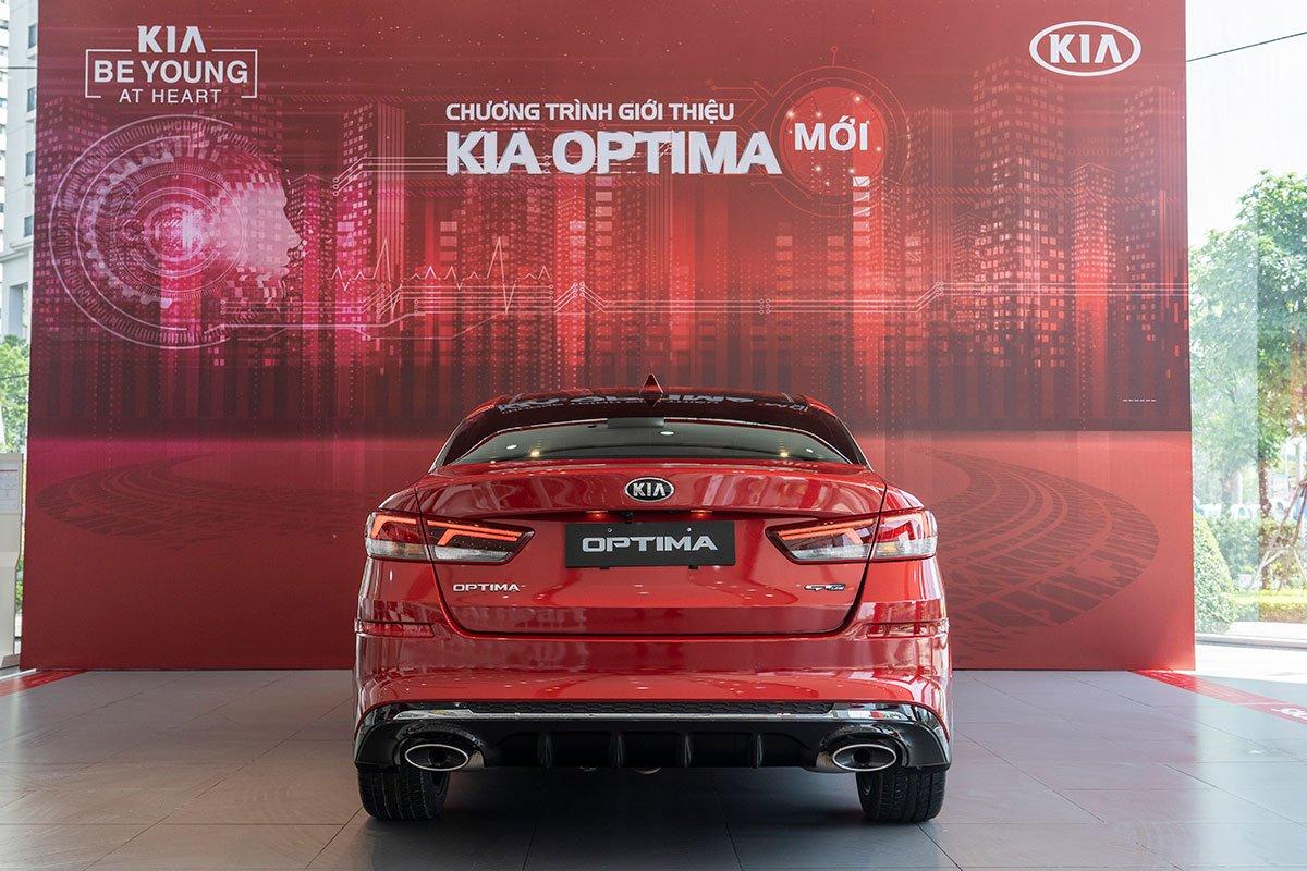 Đánh giá xe Kia Optima 2019: Thiết kế đuôi xe.