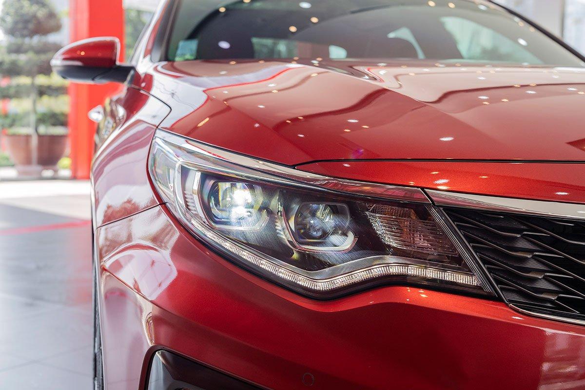 Đánh giá xe Kia Optima 2019: cụm đèn pha.