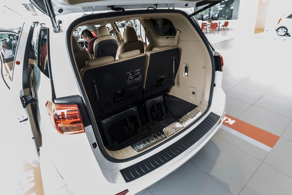Đánh giá xe Kia Sedona Luxury D 2019: Khoang hành lý cực kỳ rộng rãi.