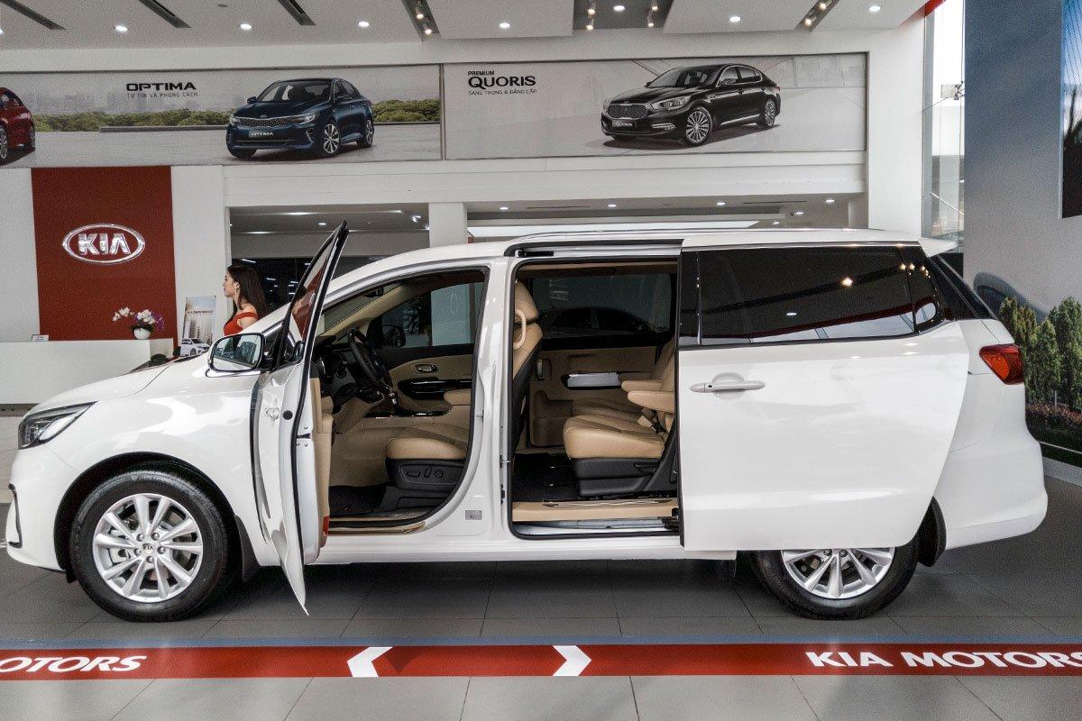 Đánh giá xe Kia Sedona Luxury D 2019: Thân xe không có nhiều điểm nhấn đáng nói 1.