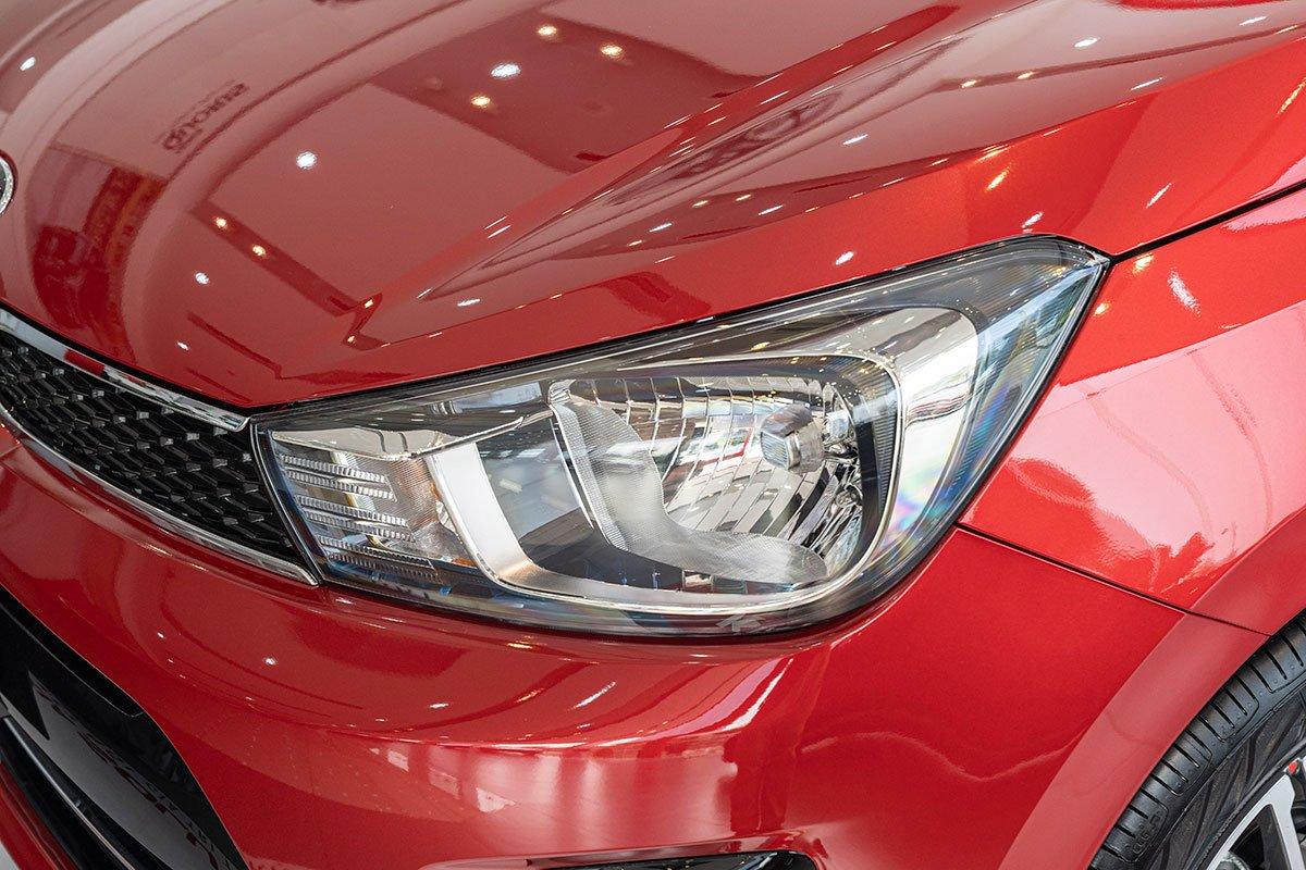 Đánh giá xe Kia Soluto 2019: Đèn pha Halogen.