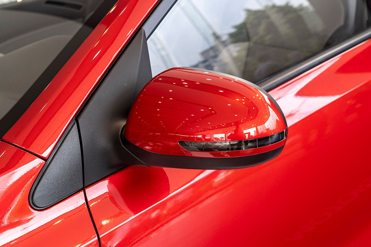 Đánh giá xe Kia Soluto 2019: Gương chiếu hậu tích hợp xi nhan LED.