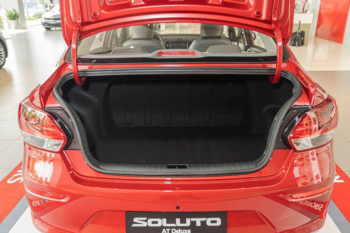 Đánh giá xe Kia Soluto 2019: Khoang hành lý có dung tích 475 lít.