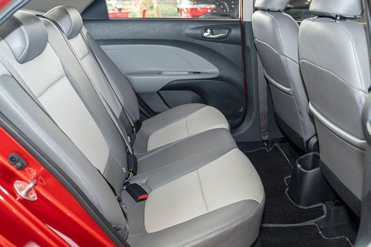 Đánh giá xe Kia Soluto 2019 về ghế - Không gian tương đối với người dùng Châu Á