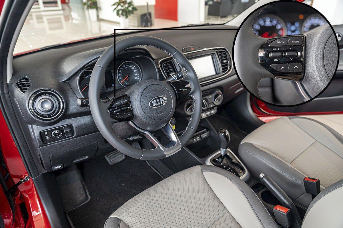Đánh giá xe Kia Soluto 2019: Vô lăng được thiết kế đẹp mắt.