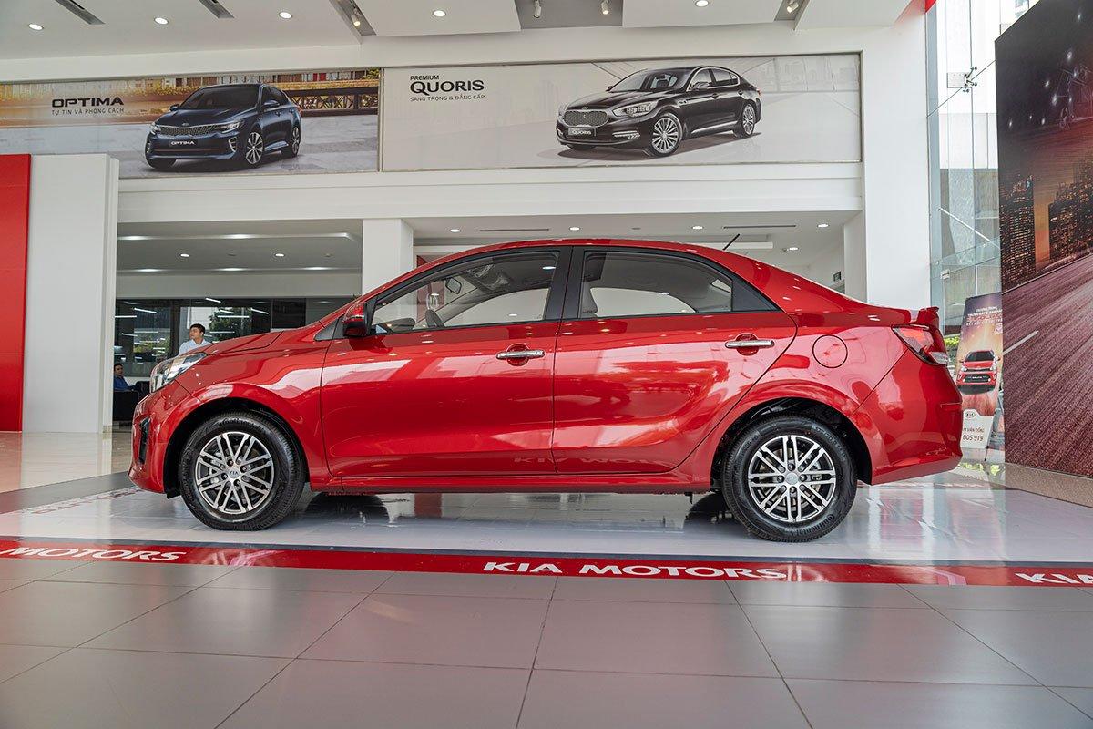 Đánh giá xe Kia Soluto 2019: Thân xe không có nhiều đường nét thiết kế táo bạo.
