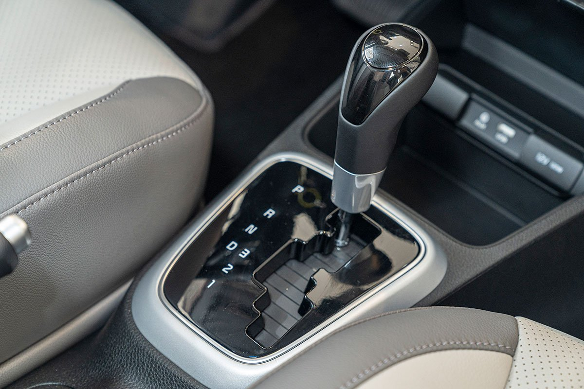 Đánh giá xe Kia Soluto 2019: Hộp số tự động 4 cấp.
